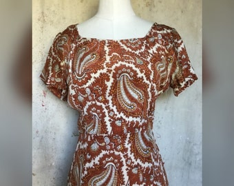 Early 1940s Paisley Silk Dress * Keyhole Back * Flutter Hem