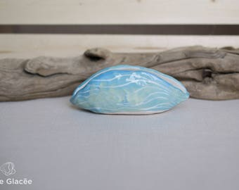 Ceramic jewelry holder, white porcelain, wave pattern, shell shape, organic, engraving, turquoise and green, handmade