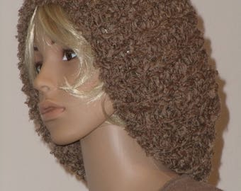 Knitted large beret from medium-brown Ribbon yarn in Persian lamb fur look