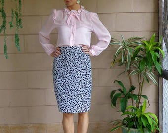 Vintage Midi Skirt / High Waisted / Abstract Print Black and White / Small