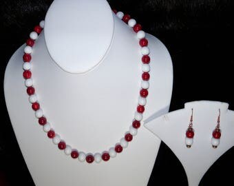 A Beautiful White Agate and Coral Necklace and Earrings. (2017148)