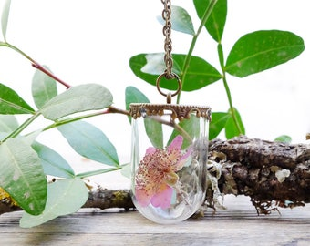 Terrarium necklace, real flower necklace, gift for woman, delicate necklace, plant necklace, glass vial, dried flowers, botanical jewelry