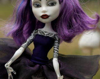 Monster High Repaint Doll Ooak Spectra Vondergeist - Violet Dancer is unique one of a kind art doll, repainted and tattooed by Lebovski