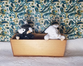 Rare Fitz and Floyd Salt and Pepper Shakers Set / Vintage Porcelain Black and white Sheep in Wood Basket - Japan