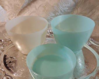 Tupperware Assorted Bowls  Set of 3