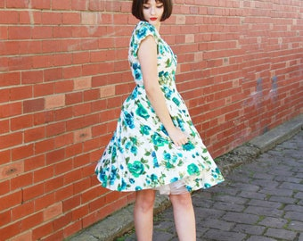 Vintage 1950s Blue Rose Dress / Cotton 50s Sundress / 1950s Dress / Blue Green Roses Floral Print / Full Skirt / XS