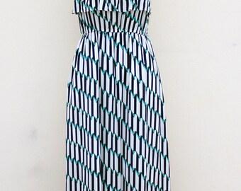 Robe longue d'été à volants à imprimés géométriques - Long summer top ruffle dress.