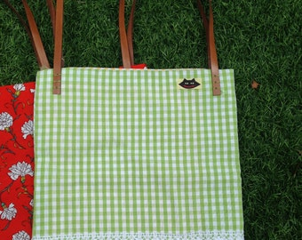 Bag fabric lined with inside pocket and strips of lato