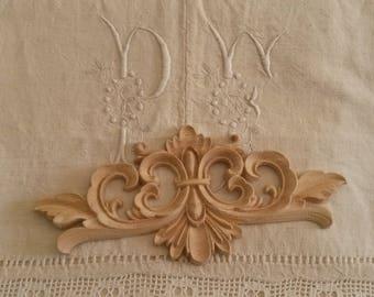 22 X 10 cm wooden moulding / armoire pediment / fleur de lis decor