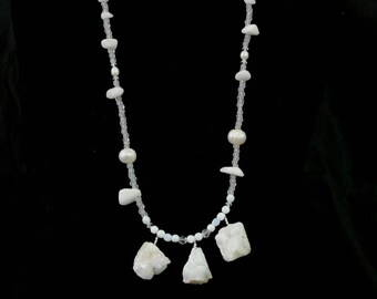 Pearls and druzi white necklace