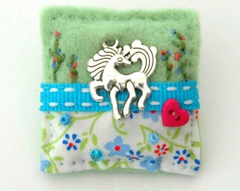 horse brooch, horse gifts, horse jewellery, equestrian gift, horsey gift, love horses, gift for girls, equestrian jewelry, equine brooch, UK
