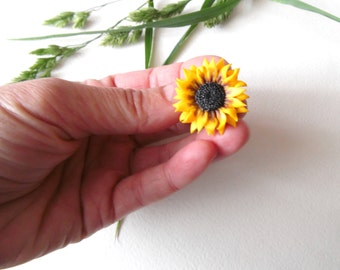 Sunflower pin Sunflower Badge yellow flower brooch polymer clay jewelry gift for her wedding jewelry yellow jewelry bridesmaid jewelry plant