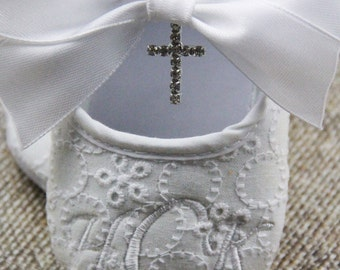 Christening Baby Girl Shoes Baptism Booties White baby Girl shoes Rhinestone cross shoes Baby girl booties white shoes Crib shoes