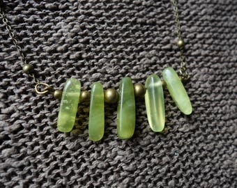 Bronze necklace and aiguillettes Jade stone