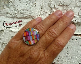 "Adjustable ring, round, cabochon, ""macaons"""