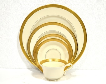 5 Piece Place Setting- Old Ivory Syracuse China Bracelet Pattern, Bridal Party Place Setting, Gold Teacup, Saucer, and Plates, Wedding Gift