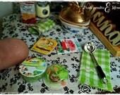 Confezione in miniatura dolls house di insalata Bonduelle in scala 1:12