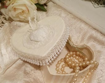Box style shabby chic ivory and white heart