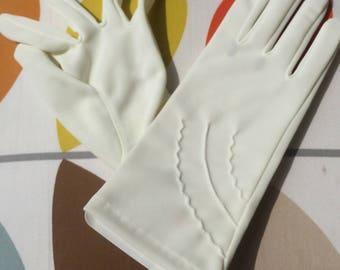 Women's vintage 1960's white gloves