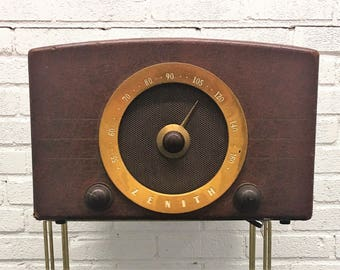Zenith Cobra Matic Model J665 Phonograph with AM Radio in Fine Working Condition