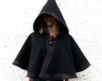 """Short Cape with hood """"Ellie"""" black and scrolls"""