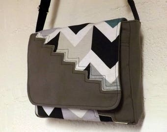 """Purse flap """"Zebag"""" taupe and stairs"""