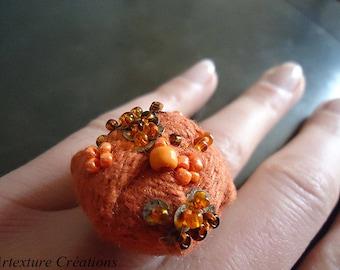 Ring orange felt