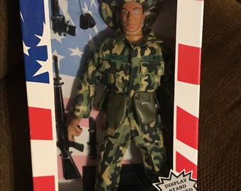"1996 Soldiers of the World Vietnam Marine 12"" Action Figure"