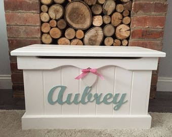 PERSONALIZED Medium Pine Blanket Box / Toy Box + Heart. Perfect Birthday, Wedding or Christening Present. Made to Order.
