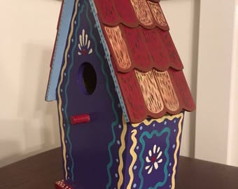 Birdhouse; wood birdhouse; hand-painted birdhouse; wood birdhouse; arts and crafts birdhouse; purple hand-painted birdhouse