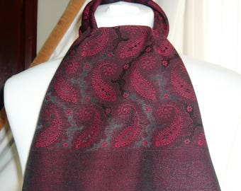 1960's Vintage Red and Black Paisley Patterned Scalf