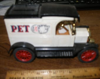 ERTL Pet Milk Bank