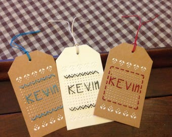 Set of 3 tags embroidered name KEVIN.