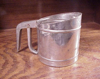 Vintage 1950's Foley Small Flour Sifter, 4 1/8 Inches Tall, Works Great, Farmhouse, Country, Kitchen Decor, Utensil, Old, Baking,