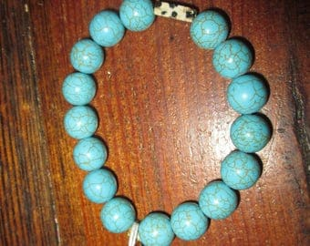 Turquoise beaded bracelet with spotted accent bead