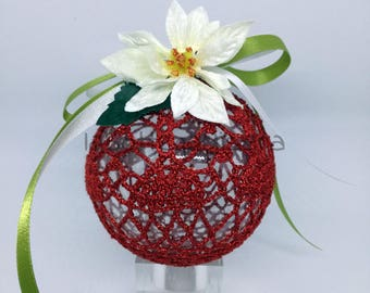 Red ball to hang 10 cm in diameter.