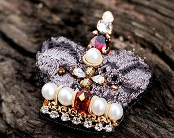 Crown Brooch Embroidery Beaded Brooch Freshwater Pearl Crystal Brooch Stitched Golden Crown Brooch