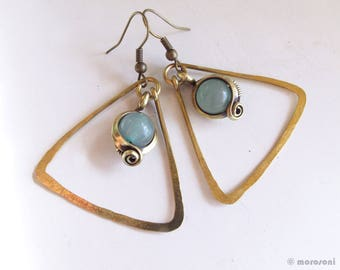 Hammered - ethnic - antique brass - triangles - green - aventurine earrings