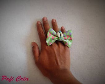 Ring adjustable fabric multicolored bow cowrie.