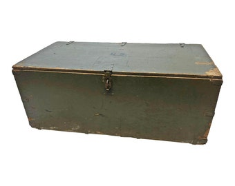 Vintage Military STORAGE TRUNK ~ Drab Green flat top foot locker wwii ww2 wood toy box coffee table rustic loft us army wooden soldier PA 43