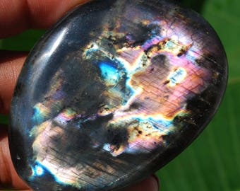 67 g Labradorite from Madagascar with stunning highlights /E062 Protection stone
