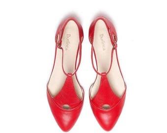SALE Red sandals, flat sandals, cofortable sandals, women sandals, leather sandals by Burlinca on etsy. Eiffel model