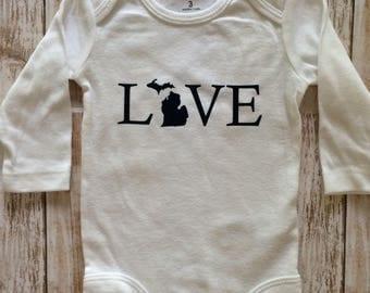 Michigan bodysuit- love Michigan- baby Michigan- Baby shower gift- Michigan love baby- Michigan bodysuit- baby gift- Michigan baby gift