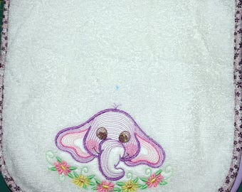 Embroidered child's bib 4