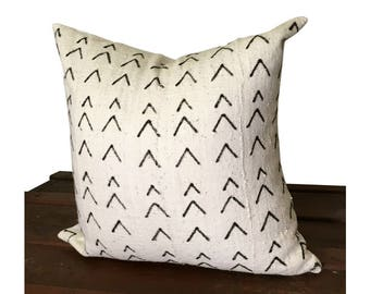White and Black Mud Cloth Pillow, Authentic Mudcloth Pillow Cover, Chevron Pillow,  Bogolan Pillow, African Fabric Pillow