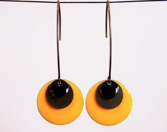 Two-tone earrings enameled yellow and black sequin