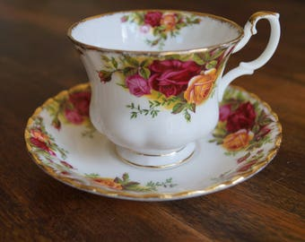 "Royal Albert ""Old Country Roses"" Teacup & Saucer"