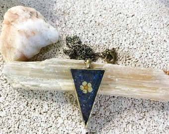 Real flower and lapis lazuli bronze hippie boho resin healing triangle pendant necklace