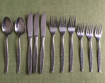 Interpur Japan Silverware, Mid Century Modern Daisy Stainless Flatware, Knives, Forks and Spoons