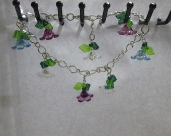 Bracelet made of 8 small flowers multicolored plastic
